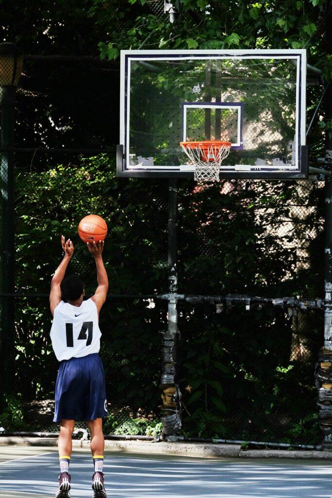 la spalla nel basket